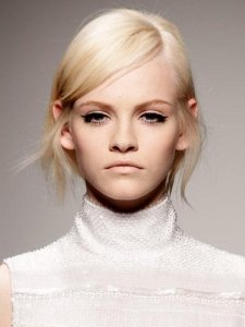 ladies-hair-style-deep-side-parts-trends-to-watch