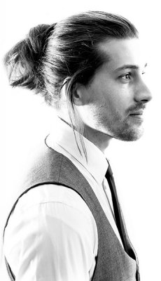 long-hair-mens-top-bun-style